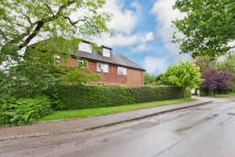 3 bedroom Flat in Bluehouse Lane, Oxted...