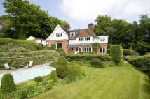 5 bed home in Wolf's Hill, Limpsfield...