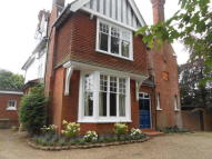 6 bedroom Detached house in Gresham Road, Oxted...