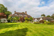 6 bed house in Limpsfield, Oxted, Surrey