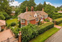 5 bedroom Detached property for sale in Furzefield Chase...