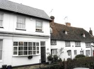3 bed property in High Street, Old Oxted...