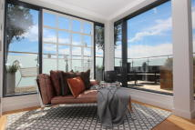 Flat for sale in The Penthouses, Putney