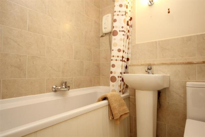 Bathroom (Large).JPG