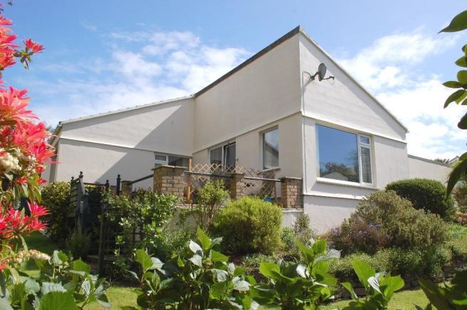 Bedroom detached house for sale in flushing falmouth cornwall - 3 Bedroom Detached Bungalow For Sale In Tregew Close
