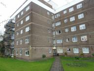Apartment in Pinfold Court...