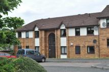 2 bedroom Flat in The Paddock, Busby