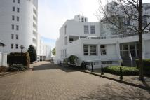 3 bed Flat in Pierhead Lock...