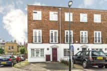 Town House to rent in Topiary Square...