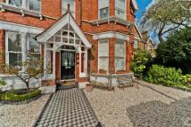 6 bedroom Detached property in Holmesdale Road, Kew...