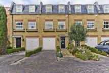 Town House to rent in Layton Place, Kew, TW9