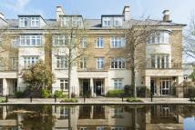 4 bed Town House in Melliss Avenue, Kew...