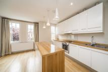 Duplex in Dancer Road, Kew...