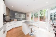 Town House to rent in Woodman Mews, Kew...