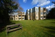 3 bed Flat in Stoneleigh Court -...