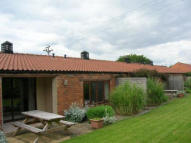 Bungalow to rent in Short Term Lets, Burton...