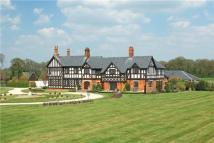6 bedroom Detached home in Longwood Hall...