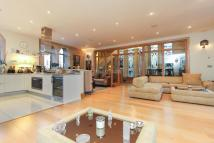 3 bed Apartment in The Ridgeway, Mill Hill