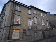 3 bedroom End of Terrace house to rent in Vale Street, BRIGHOUSE...