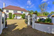6 bed Detached house in Brookmans Park...