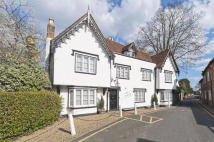 8 bed Detached home for sale in West Cheshunt