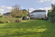 6 bedroom Detached house in Brookmans Park...
