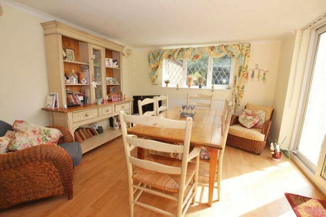Sun dining room