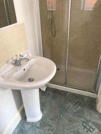 En-suite Shower 2