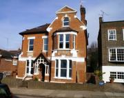 Ground Flat to rent in Montague Road, Richmond...