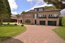 8 bed Detached home in Sandmoor Drive...