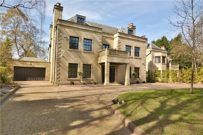 5 bedroom detached house for sale in sandmoor avenue