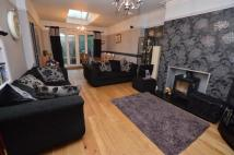 4 bedroom semi detached house in Selby Road, Leeds