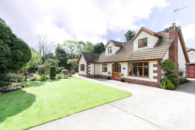 4 bedroom detached house for sale in manor lodge manor