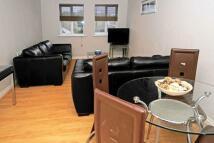 Apartment to rent in Three Bridges, Crawley...