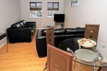 Apartment to rent in Three Bridges, Crawley...