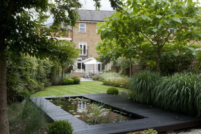 Superb tranquil landscaped garden