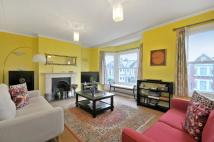 Flat to rent in Hillfield Road, London...