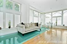 2 bedroom Flat for sale in Republic Court...