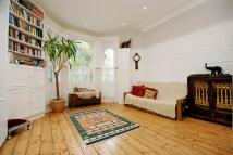 Flat in King Henrys Road, London...