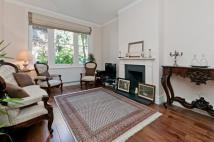 Flat in Riverview Gardens, SW13