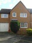 4 bed semi detached house in Pearce Close, Swindon