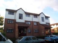 1 bedroom Ground Flat in Cooper Close, Stone...