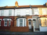 2 bed Apartment to rent in Cecil Road, Hounslow...