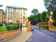 Flat to rent in Sloane Court, The Grove...