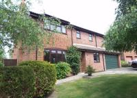 Detached property to rent in Waverley Close, Odiham