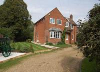 Detached home to rent in Farnham Road, Odiham