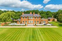 6 bed Detached home in Finchampstead, Berkshire