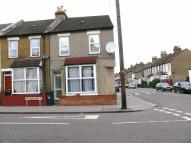 Flat to rent in Winterbourne Road...