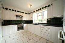 Maisonette to rent in Leighton Road...