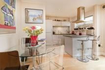 Flat for sale in Regents Park Road...